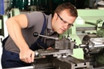 Werkzeugmacher bei der Arbeit